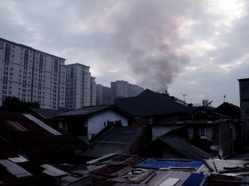 Asap menghiasi langit Jakarta