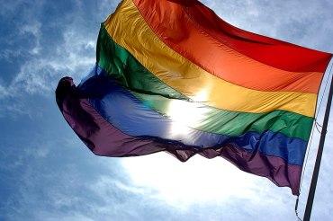 800px-Rainbow_flag_and_blue_skies